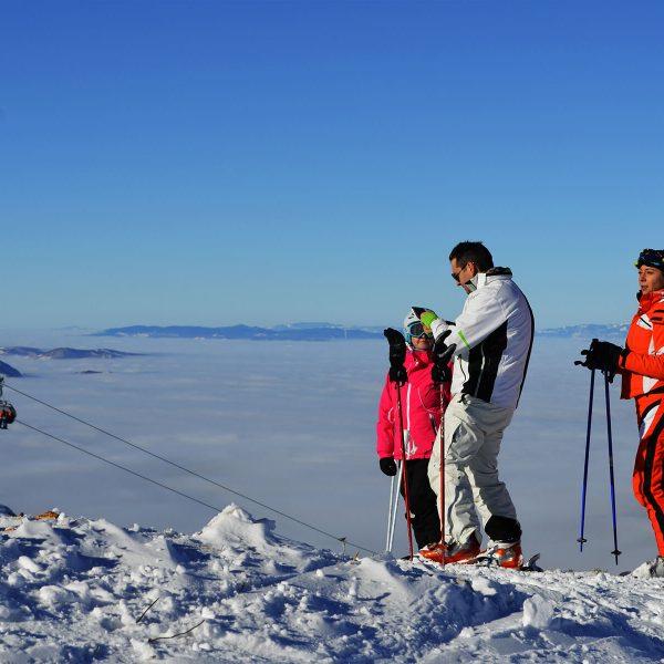 Porodica na skijanju